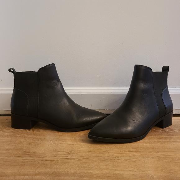 Crown Vintage Black Pointed Booties